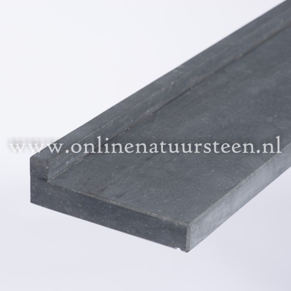 Belgisch hardsteen gezoet vlak - 16,5 x 3 cm. (uit voorraad leverbaar)