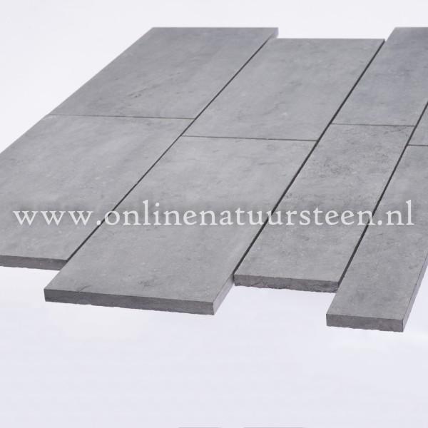 Belgisch hardsteen (geschuurd) Banen vrije lengte 40 cm. breed x ca. 2 cm. dik