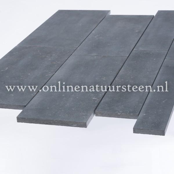 Belgisch hardsteen (gezoet) Banen vrije lengte 15 breed x ca. 2cm dikte