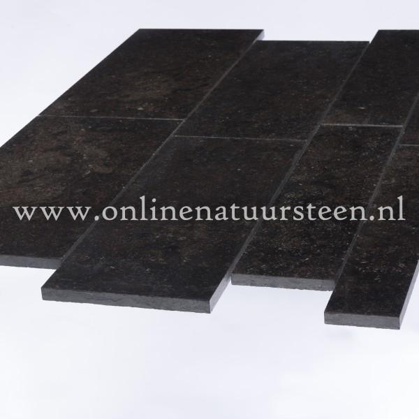Belgisch hardsteen (donker gezoet) Banen vrije lengte 15 breed x ca. 2cm dikte
