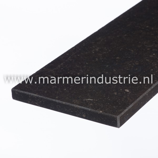 Belgisch hardsteen (donker gezoet) 1,5 cm.