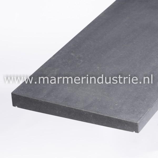 Belgisch hardsteen (gezoet) 1 zijdig aflopend model  4 cm.