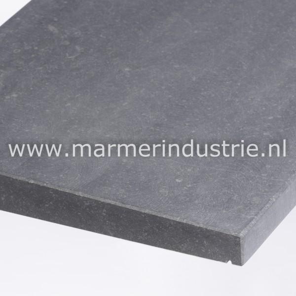 Belgisch hardsteen (gezoet) 1 zijdig aflopend model 6 cm.