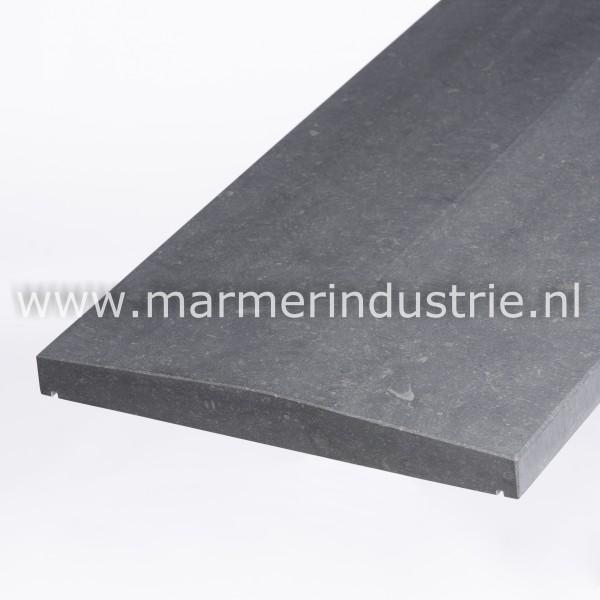 Belgisch hardsteen (gezoet) 2 zijdig aflopend model 6 cm.